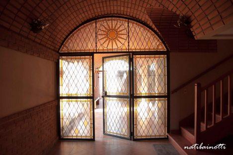 Puerta de vitral de entrada a Campos de Solana.