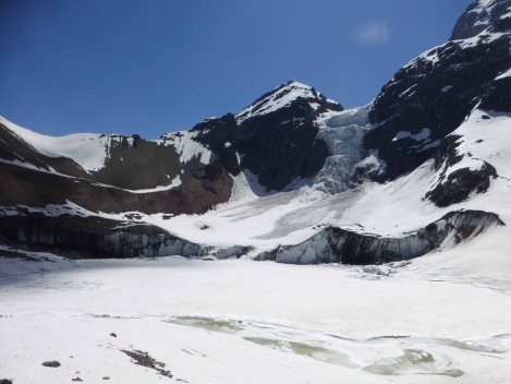 Vista panorámica del glaciar y las montañas