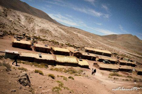 Machuca, el pueblito con cruces de lana en los techos de sus casas.