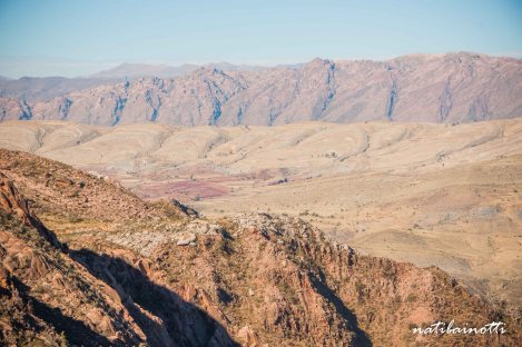 Ese manchón púrpura, nuestra primera vista del cráter de Maragua.