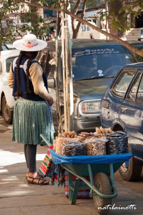 La venta en la calle, en cada rincón y de todo tipo.