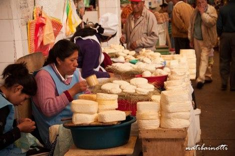 quesos-mercados-sucre-bolivia-mividaenunamochila-nati-bainotti