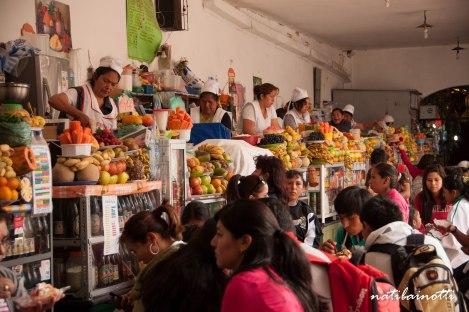 gente-mercados-sucre-bolivia-mividaenunamochila-nati-bainotti