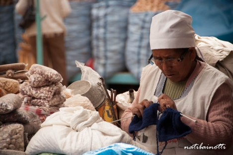 señora-mercados-sucre-bolivia-mividaenunamochila-nati-bainotti